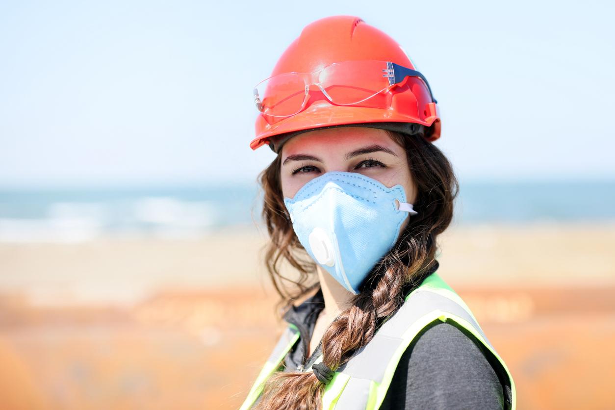 Une femme travaillant dans le BTP