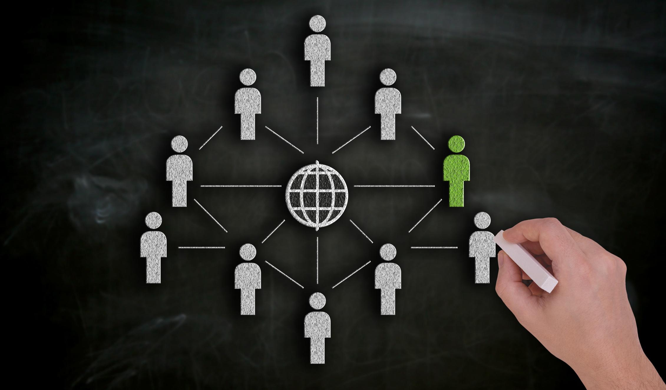 Un graphique avec des personnages en papier autour d'Internet