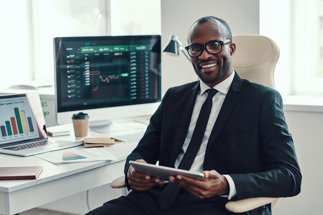 un homme en formation de trading