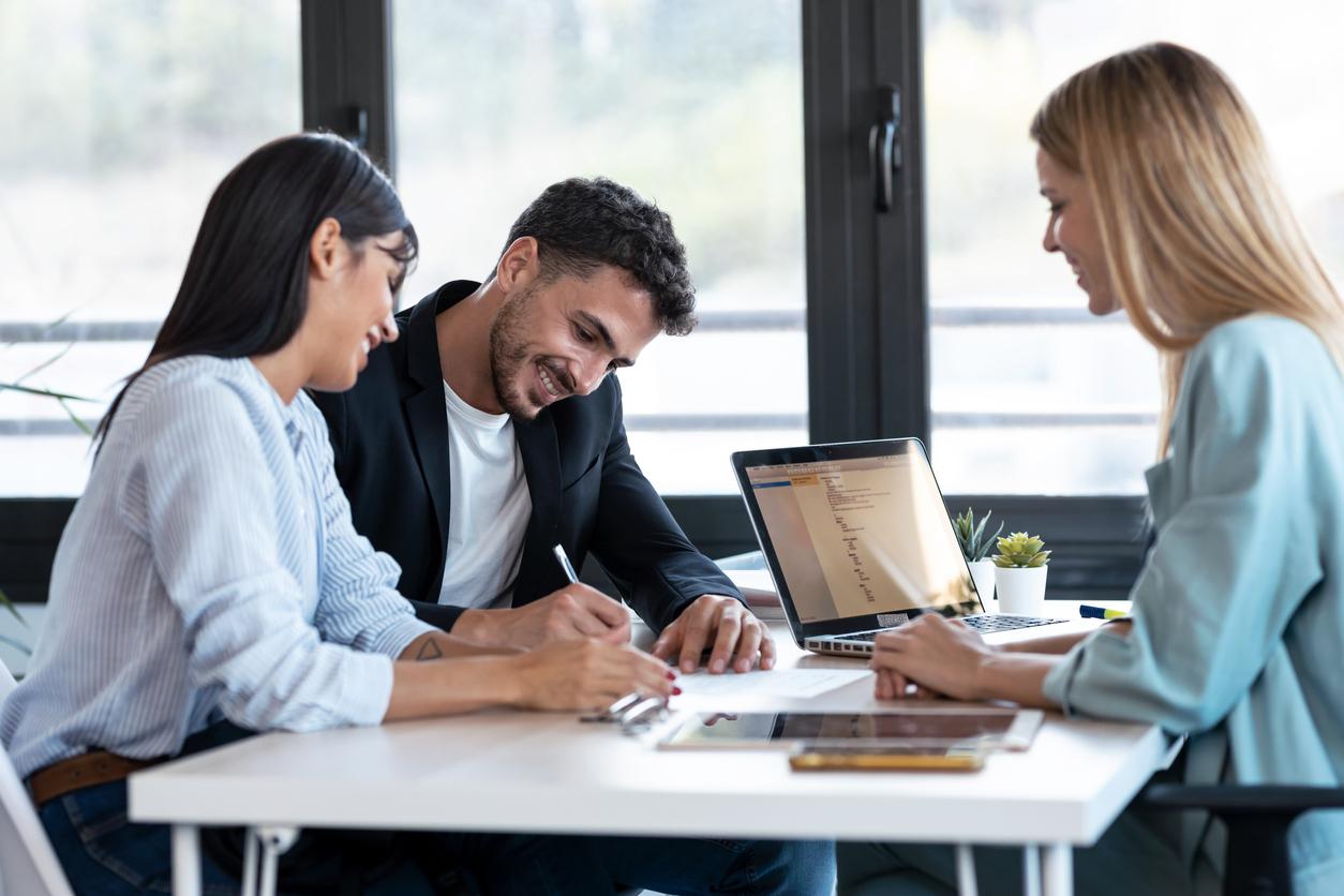 réunion employés communication sourire
